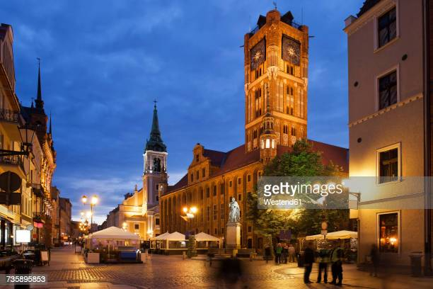 Poland, Torun, town hall at the old town marketplace by night