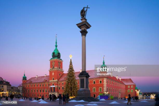 poland, warsaw, royal castle and king sigismund iii vasa column at twilight - warsaw stock pictures, royalty-free photos & images