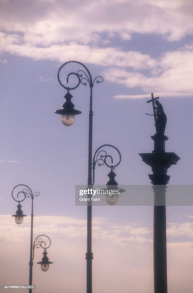 Poland, Warsaw, wrought iron street lamps near Zygmunt's Column : Stockfoto