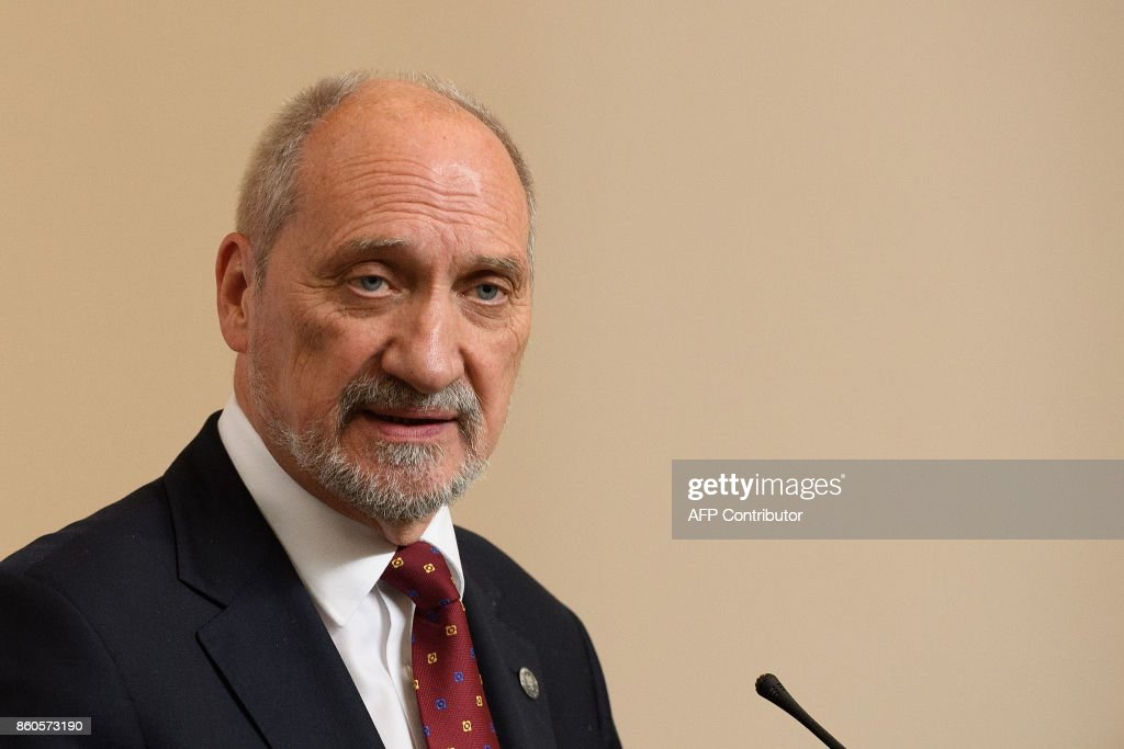 Poland's Defence Minister Antoni Macierewicz speaks during a joint UK/Poland press conference following bilateral talks at the Foreign and Commonwealth Office in London on October 12, 2017. / AFP PHOTO / POOL / Leon Neal