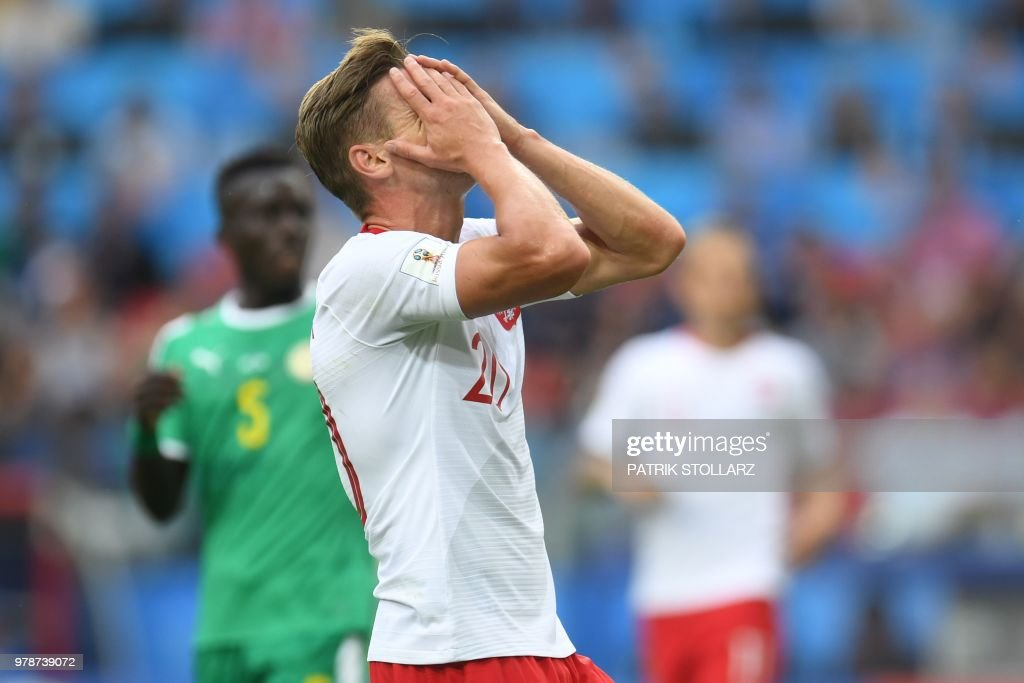 TOPSHOT - Poland's defender Lukasz Piszczek gestures during the Russia 2018 World Cup Group H football match between Poland and Senegal at the Spartak Stadium in Moscow on June 19, 2018. (Photo by Patrik STOLLARZ / AFP) / RESTRICTED