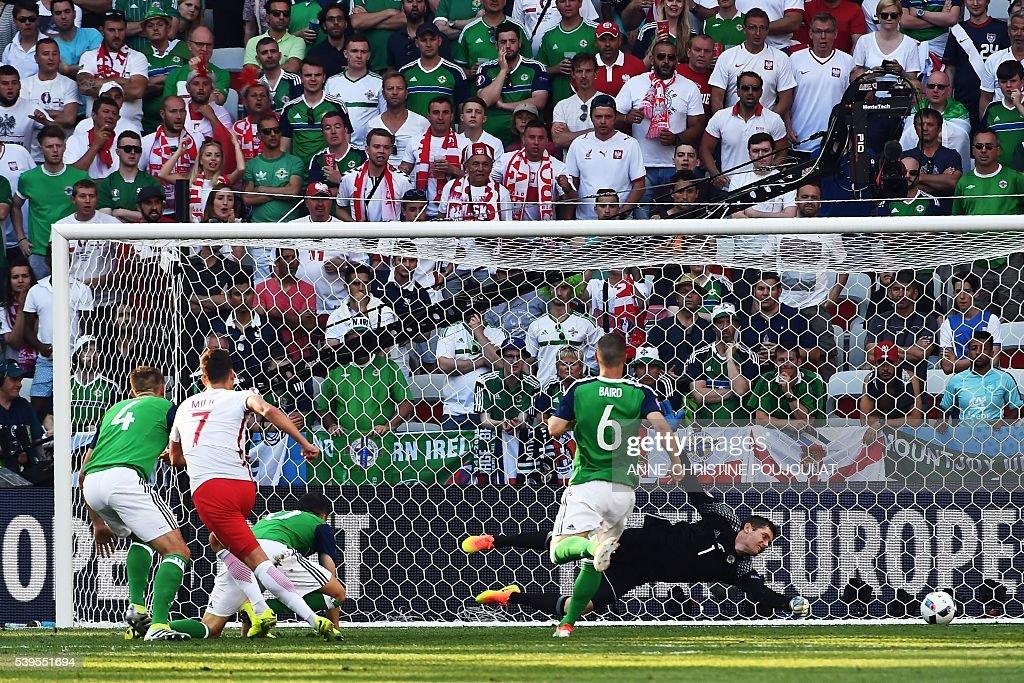 FBL-EURO-2016-MATCH6-POL-NIR : News Photo