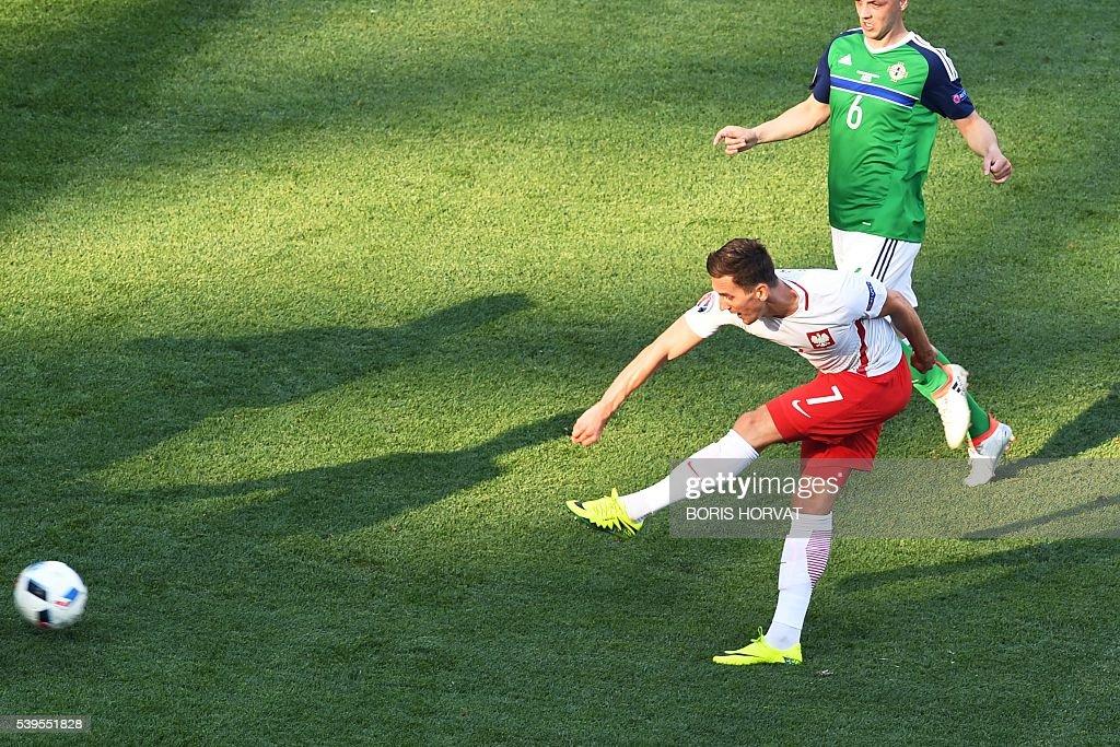 Poland's forward Arkadiusz Milik scores a goal during the Euro 2016 group C football match between Poland and Northern Ireland at the Stade de Nice in Nice on June 12, 2016. / AFP / BORIS