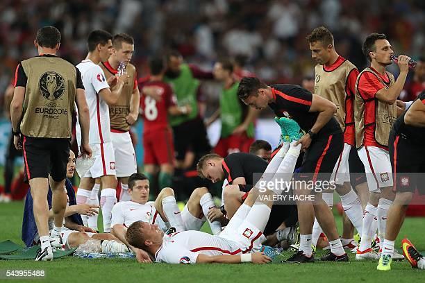 Poland's forward Robert Lewandowski and Poland's defender Kamil Glik stretch before extratime during the Euro 2016 quarterfinal football match...