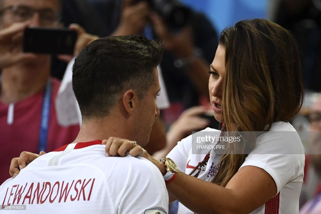 TOPSHOT - Poland's forward Robert Lewandowski (L) is comforted by his wife Anna Lewandowska at the end the Russia 2018 World Cup Group H football match between Poland and Senegal at the Spartak Stadium in Moscow on June 19, 2018. (Photo by FRANCK FIFE / AFP) / RESTRICTED