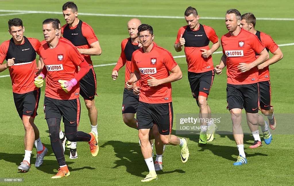 FBL-EURO-2016-POL-TRAINING : News Photo