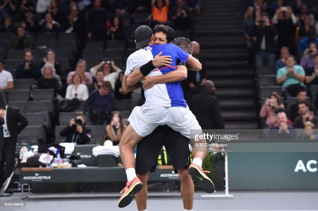 Poland's Lukasz Kubot (front) and Brazil's Marcelo Melo celebrate after winning against Croatia's Ivan Dodig and Spain's Marcel Granollers during the final round of the men's double at the ATP World Tour Masters 1000 indoor tennis tournament on November 5, 2017 in Paris. Kubot and Melo won the match 7-6, 3-6 and 10-6. /