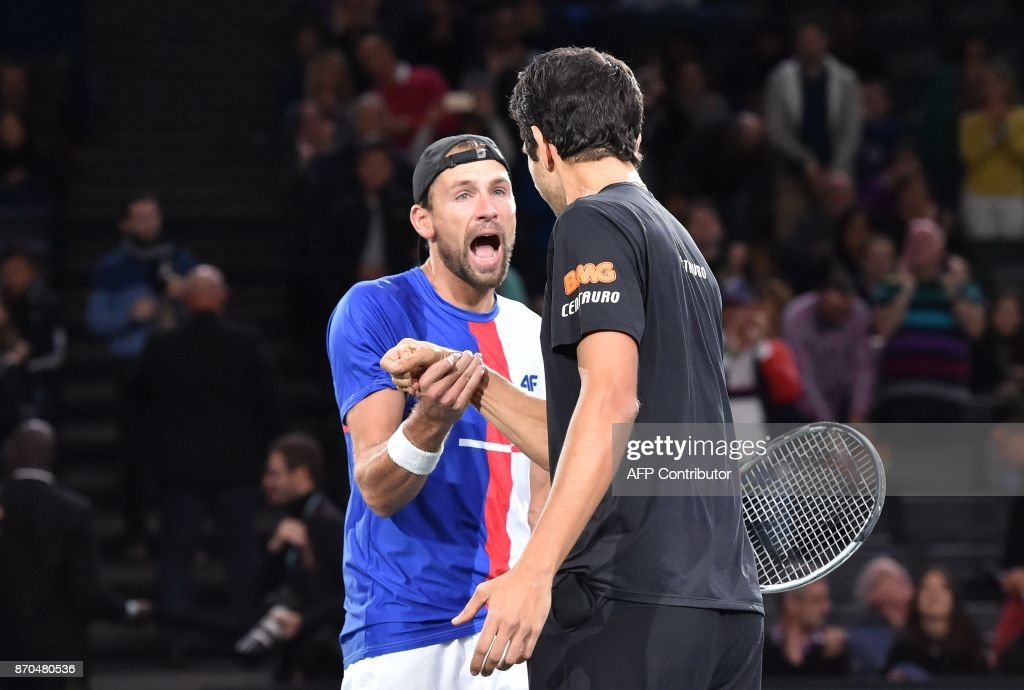 Poland's Lukasz Kubot (L) and Brazil's Marcelo Melo celebrate after winning against Croatia's Ivan Dodig and Spain's Marcel Granollers during the final round of the men's double at the ATP World Tour Masters 1000 indoor tennis tournament on November 5, 2017 in Paris. Kubot and Melo won the match 7-6, 3-6 and 10-6. /