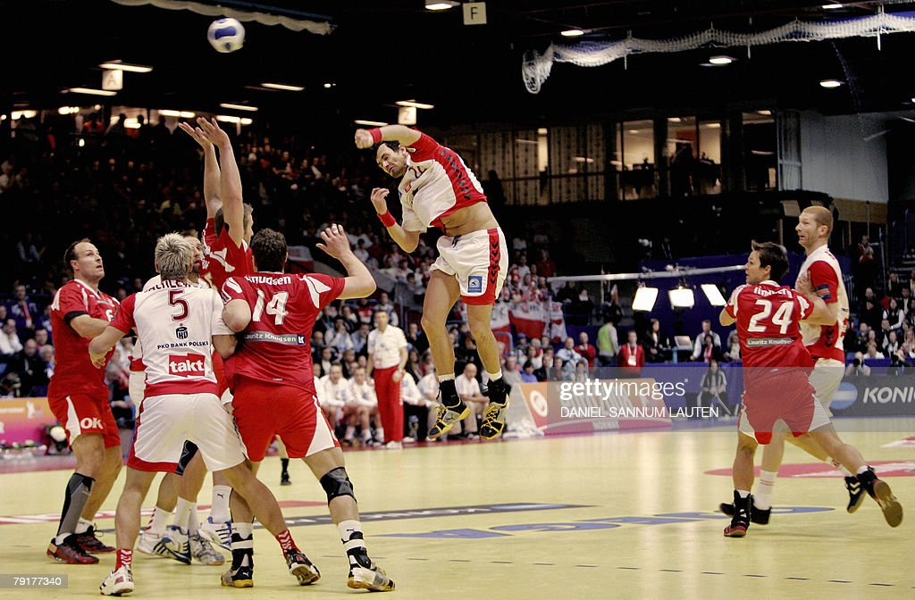 Poland's Marcin Lijewski shoots (C) at Denmark's goal during their 8th Men's European Handball Championship Main Round match, 23 January 2008 at Stavanger Idrettshall.