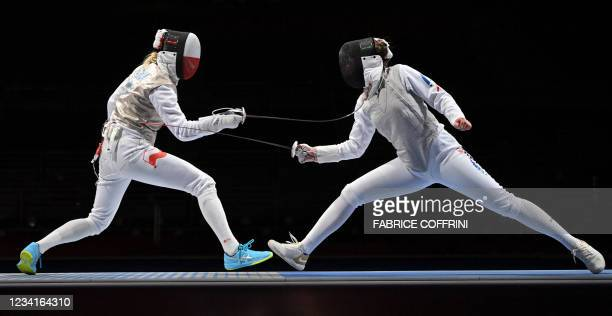 Poland's Martyna Jelinska compete against Chile's Katina Proestakis in the women's foil individual qualifying bout during the Tokyo 2020 Olympic...