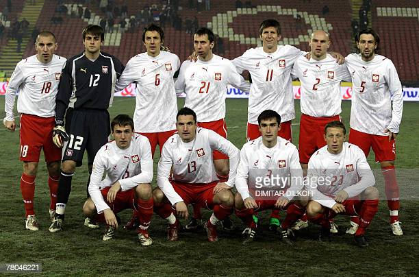Poland's national football team pose prior to playing their Euro 2008 Group A qualifying soccer match against Serbia in Belgrade 21 November 2007...
