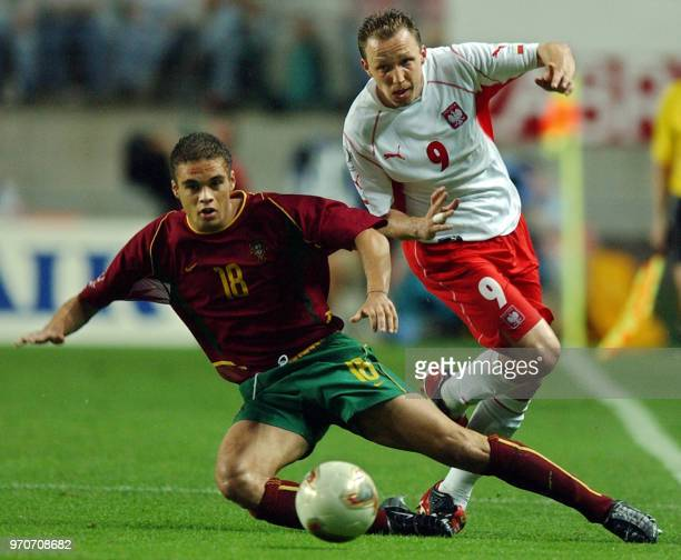 Poland's Pawel Kryszalowicz vies for the ball with Portugal's Frechaut , 10 June 2002 at the Jeonju World Cup Stadium in Jeonju, during first round...