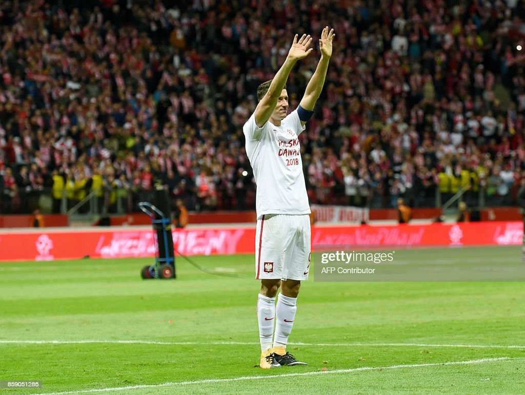 Poland's Robert Lewandowski greets supporters after Poland won 4-2 the FIFA World Cup 2018 qualification football match between Poland and Montenegro in Warsaw on October 8, 2017. /