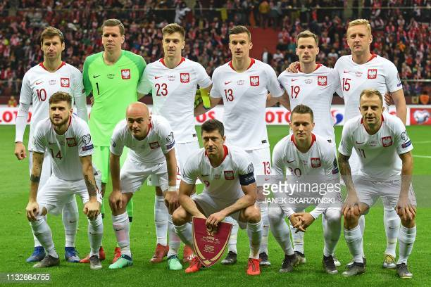 Poland's team poses before the UEFA Euro 2020 Group B qualification football match between Latvia and Poland in Warsaw on March 24 2019