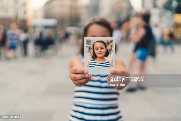 polaroid-foto - fotografisches bild stock-fotos und bilder