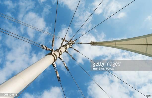 pole and clouds - tuig mast stockfoto's en -beelden