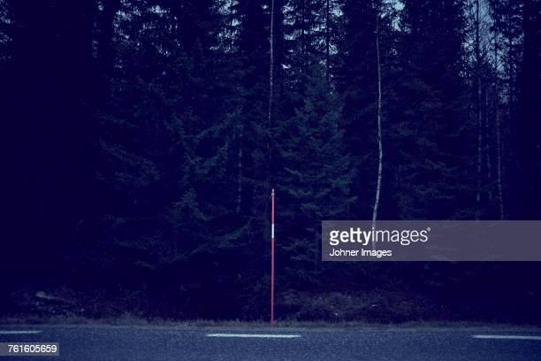 pole at roadside - リフレクター ストックフォトと画像