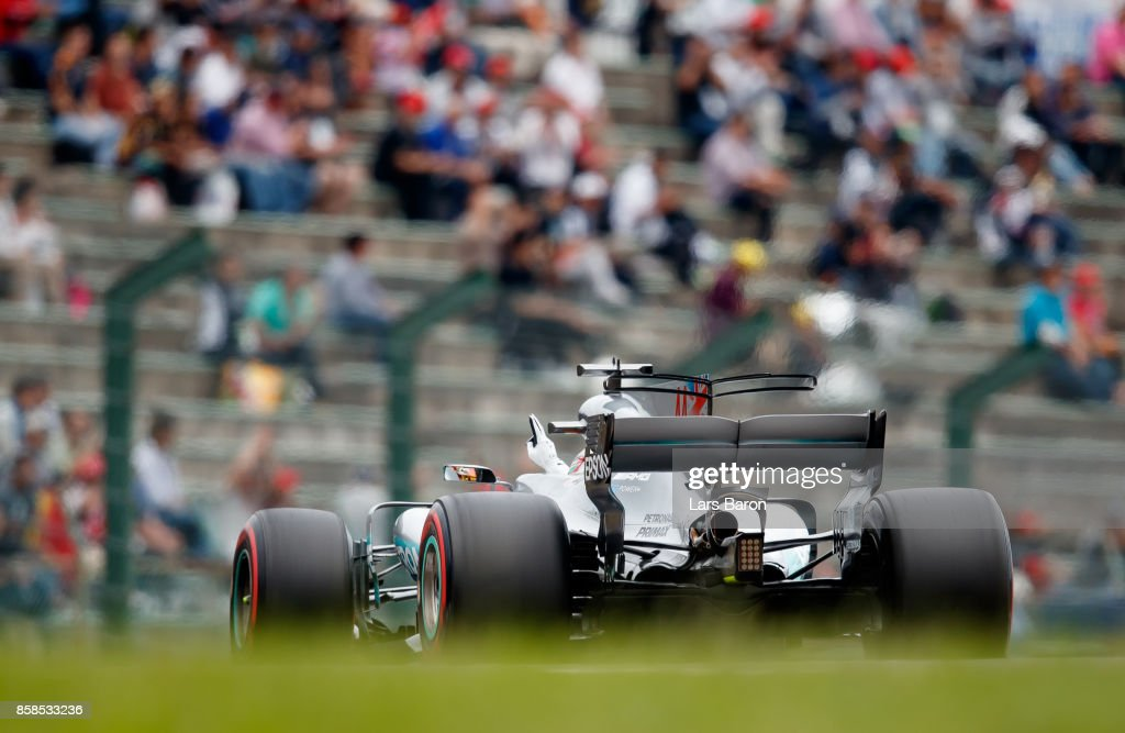 Pole position qualifier Lewis Hamilton of Great Britain and Mercedes GP waves to the crowd during qualifying for the Formula One Grand Prix of Japan at Suzuka Circuit on October 7, 2017 in Suzuka.