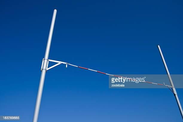 Pole Vault vor blauem Himmel