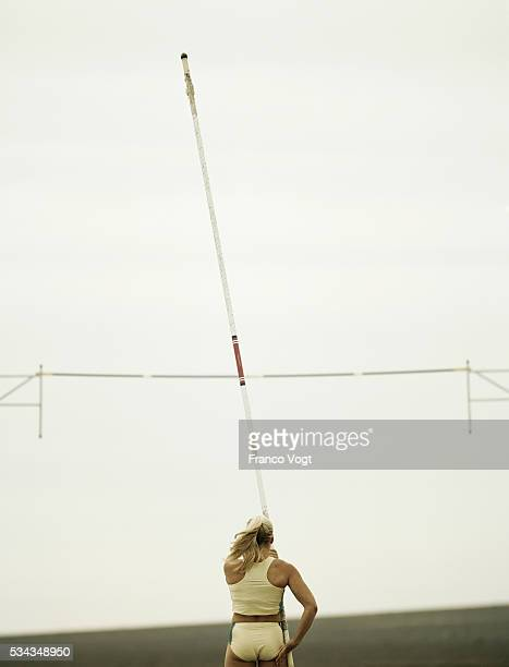 pole vaulter running with pole - women's field event stock pictures, royalty-free photos & images