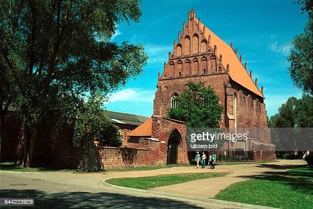 Polen Masuren Elblag Die gotische Marienkirche erbaut im 13 Jahrhundert von Dominikanern als Klosterkirche ohne Turm Heute eine Galerie für moderne...
