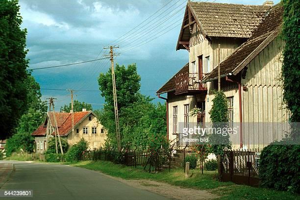 Traditionelle Bauernhäuser im Dorf Zytkiejmy