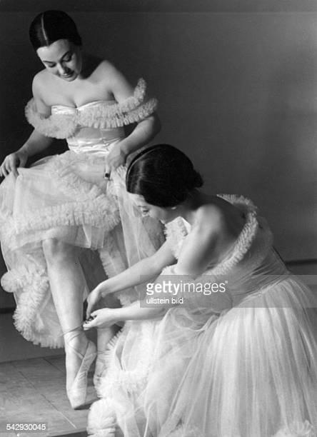 Ballettprobe für eine Veranstaltung während der Kulturtage des Grossen Hauses veröffentlicht in Grüne Post 19 / 1941Foto Erich EngelFoto ist Teil...