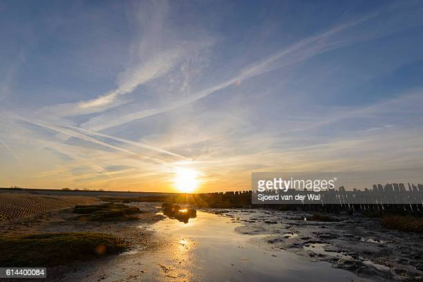 "poles on tidal sandflats during sunset over the waddensea - ""sjoerd van der wal"" photos et images de collection"