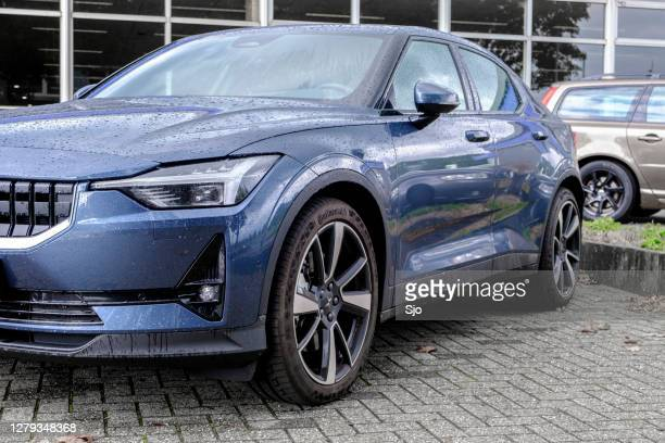 """polestar 2 all-electric fastback car front view parked in front of a dealership - """"sjoerd van der wal"""" or """"sjo"""" stock pictures, royalty-free photos & images"""