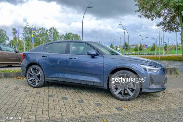 "polestar 2 all-electric fastback car parked in front of a dealership - ""sjoerd van der wal"" or ""sjo"" stock pictures, royalty-free photos & images"