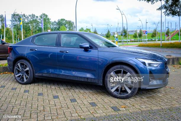 """polestar 2 all-electric fastback car side view  parked in front of a dealership - """"sjoerd van der wal"""" or """"sjo"""" stock pictures, royalty-free photos & images"""