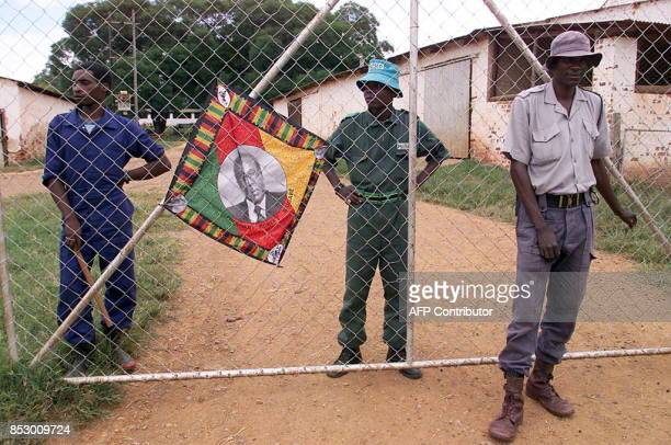 Police and black squatters guard the farm of expelled white farmer Rob Marshell in Mazowe some 60 km north of Harare 10 April 2000 This farm is one...