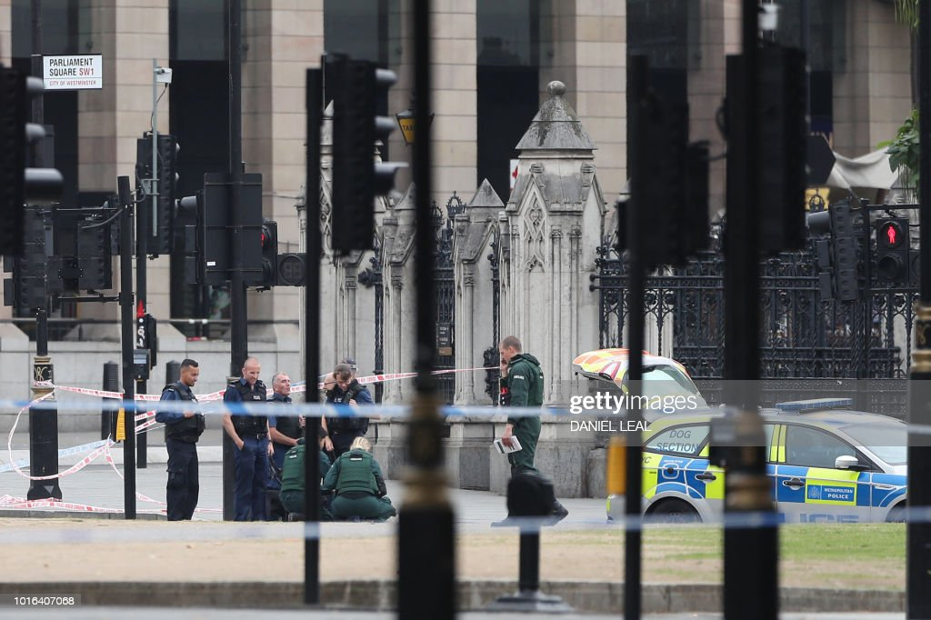 Police and emergency response teams work outside the Houses of Parliament following an incident where a car crashed into barriers on August 14, 2018. - A 'number of pedestrians' were injured when a car crashed into barriers outside Britain's Houses of Parliament today, with armed police swooping in to arrest the driver, Scotland Yard said.