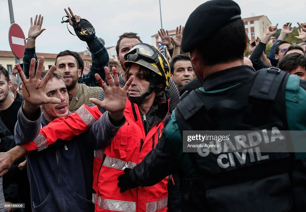 Police and gendarmerie crew intervene the voters in the Catalan independence referendum at a sport hall, where Catalan President Carles Puigdemont would be voting, in Girona, Spain on October 1, 2017. Tensions rose in some voting centers, including Saint Julia de Ramis School in Girona and Ramon Llull School in Barcelona, as dozens of anti-riot Spanish police blocked Catalan activists from voting.