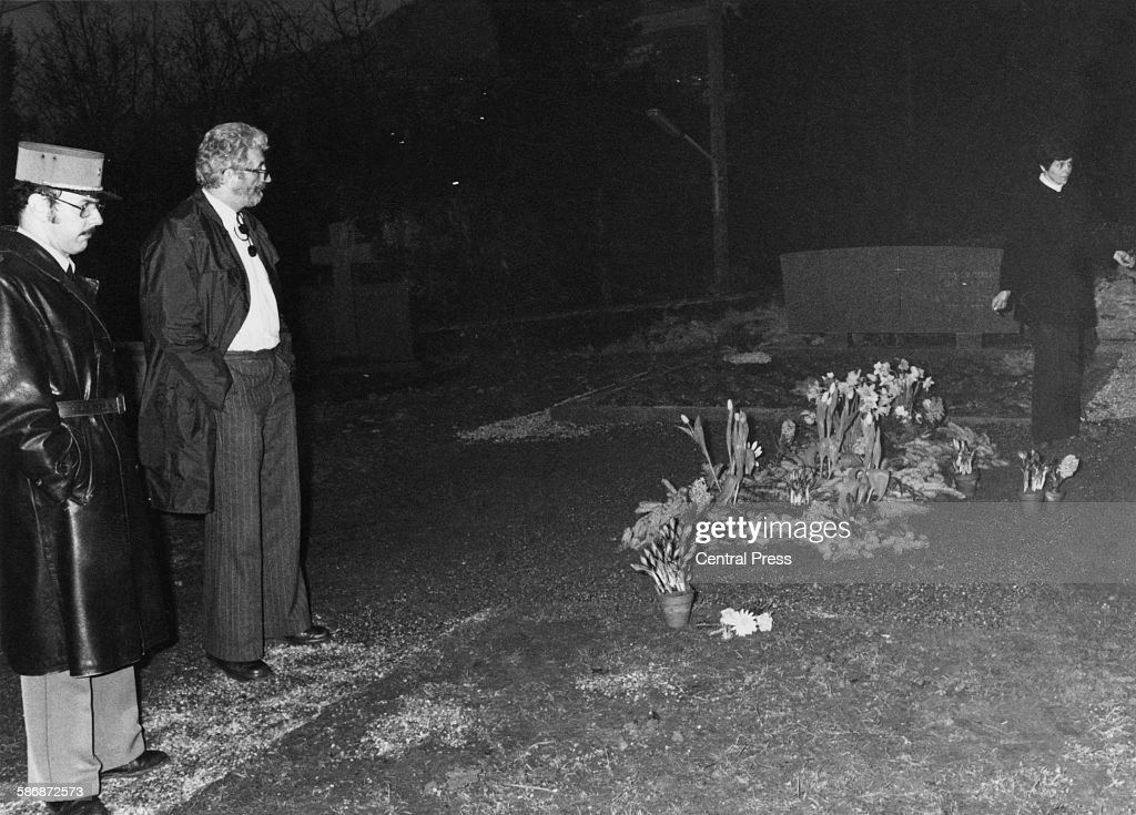 Police at the desecrated grave of English film actor and director Charlie Chaplin (1889 - 1977) in the cemetery at Corsier-sur-Vevey, Switzerland, March 1978. Chaplin's body was disinterred and stolen on 1st March in an attempt by Roman Wardas and Gantcho Ganev to extort money from Oona Chaplin.