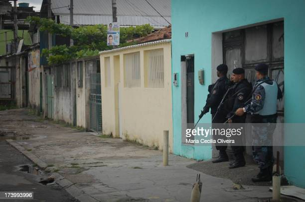 Police await blast barriers placed by traffickers to Prevent police access. Police BOPE make police raid on a military occupation for installation of...