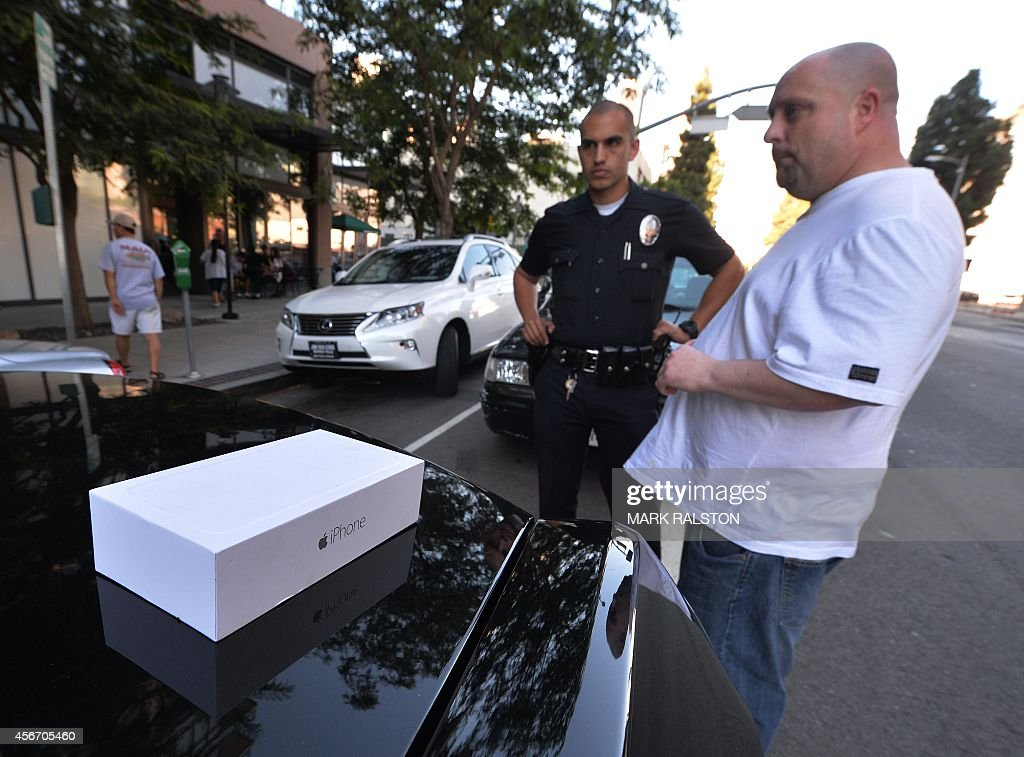 US-CRIME-THEFT-IPHONE-6 : News Photo