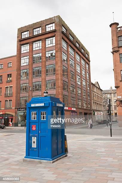 cabina telefonica della polizia. - theasis foto e immagini stock