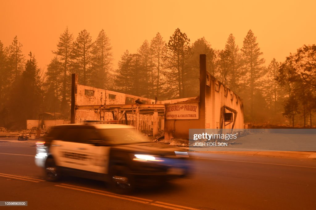 US-FIRE-WEATHER-USA-ENVIRONMENT : News Photo