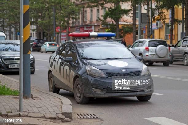 coche de policía en ulán bator - gwengoat fotografías e imágenes de stock