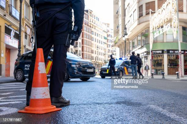 police conducting traffic checks during coronavirus pandemic in valencia, spain - força policial imagens e fotografias de stock