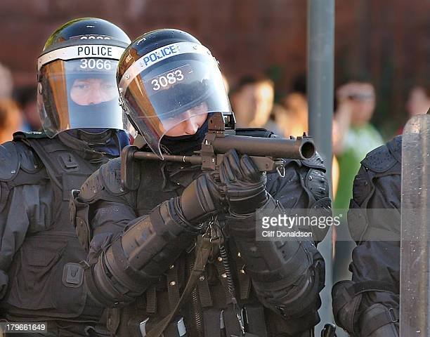CONTENT] Police fire plastic baton rounds during rioting at Ardoyne Belfast