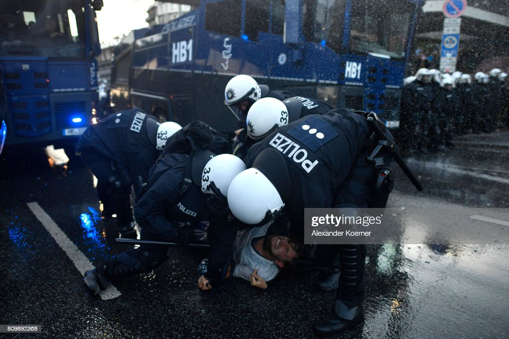 Protesters March During The G20 Summit : Photo d'actualité