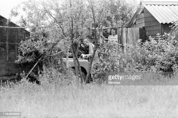 Police Forensics examine Land Rover at Leatherslade Farm believed to have been used in raid Wednesday 14th August 1963 The 1963 Great Train Robbery...
