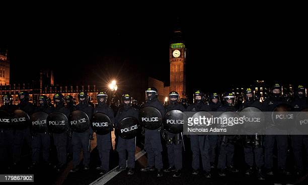 CONTENT] Police form a line to Kettle Student protesters on Westminster Bridge with the Houses of Parliament in the background