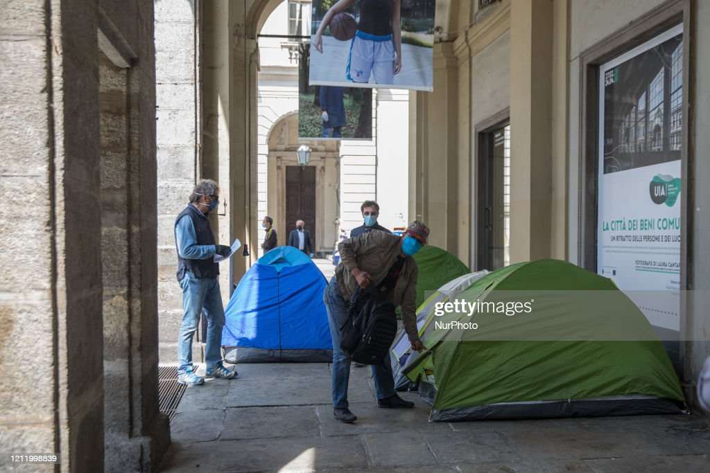 Millions Return To Work In Italy After Weeks Of Lockdown : Foto di attualità