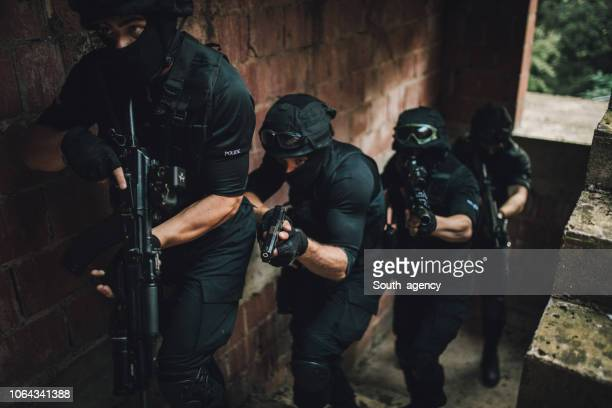 police in action - task force stock pictures, royalty-free photos & images