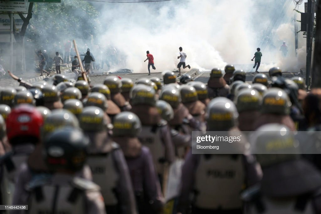 IDN: Prabowo Supporters Clash With Police as Election Result Disputed