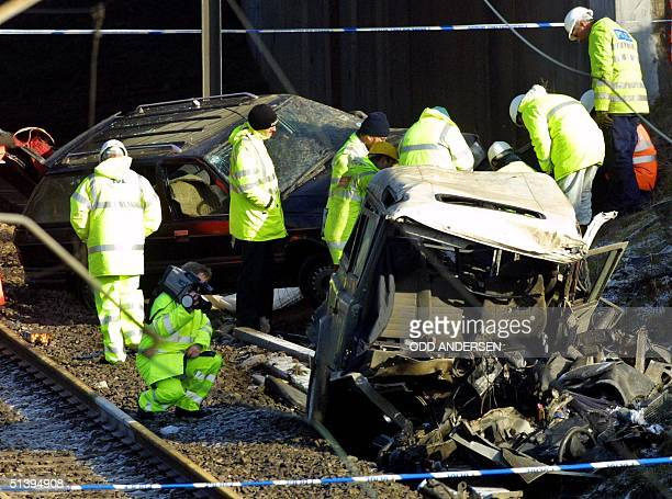 Police investigators examines the gutted Land Rover believed to be the cause of the railaccident in Great Heck some 300 km north of London, 01 March...