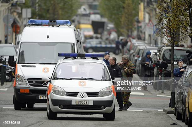 Police is pictured on the scene of a bomb alert at the Rue des Deux Eglises in downtown Brussels on November 16 2015 AFP PHOTO / BELGA PHOTO / ERIC...